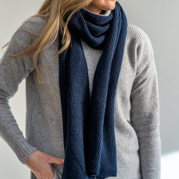 Pure ribbed cashmere scarf