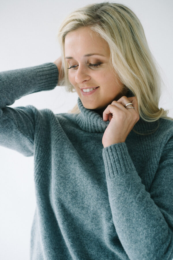 The Lambswool Roll Neck – Grey