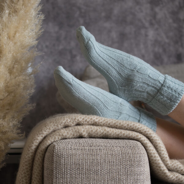 Cable knit alpaca bed socks – Blue